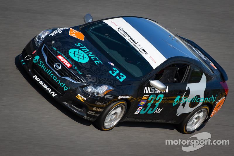 #33 Skullcandy Team Nissan Altima Coupe: Lara Tallman, Vesko Kozarov