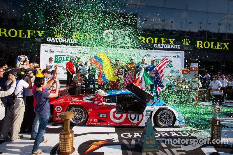 DP victory lane: overall-winnaars Charlie Kimball, Juan Pablo Montoya, Scott Pruett, Memo Rojas vieren de zege