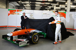 Bob Fernley und Paul di Resta, Sahara Force India F1 Team, enthüllen den VJM06