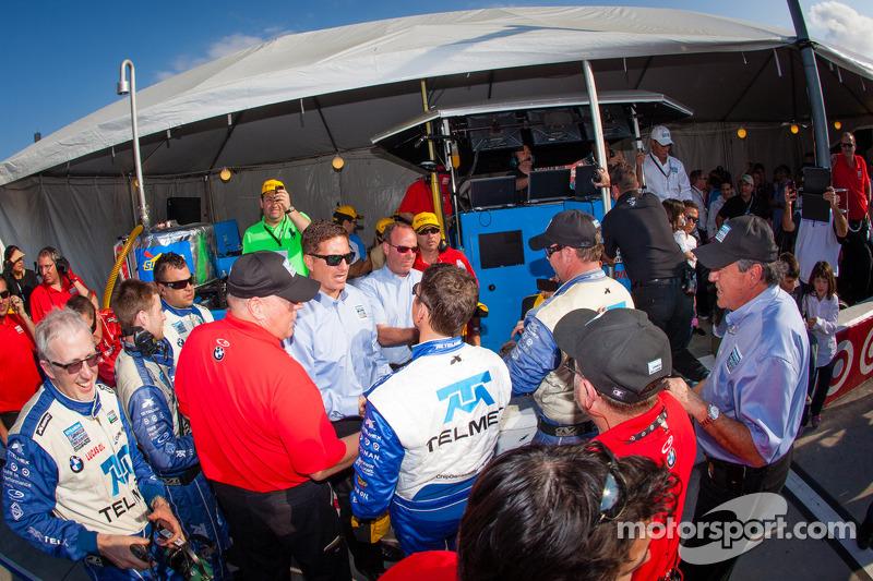 Chip Ganassi Racing met Felix Sabates teamleden vieren de zege