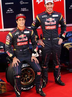 Jean-Eric Vergne und Daniel Ricciardo mit dem Scuderia Toro Rosso STR8