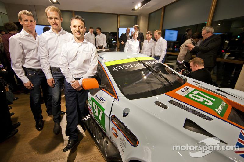 Даррен Тернер, Питер Дамбрек и Штефан Мюкке. Презентация Aston Martin Racing, презентация.