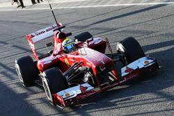 Felipe Massa, Ferrari F138, deixa os boxes