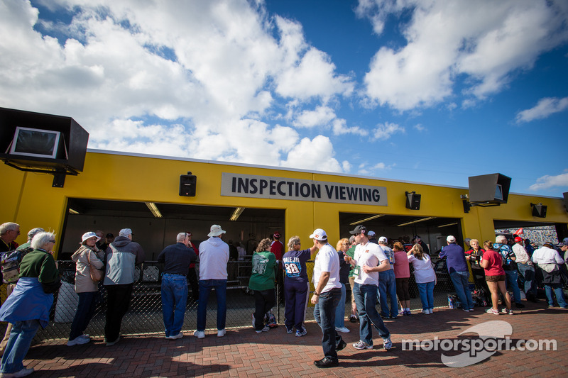 Fans watch technical inspection