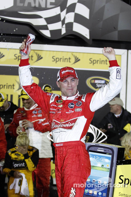 Pós-corrida: Kevin Harvick, Richard Childress Racing Chevrolet, comemora
