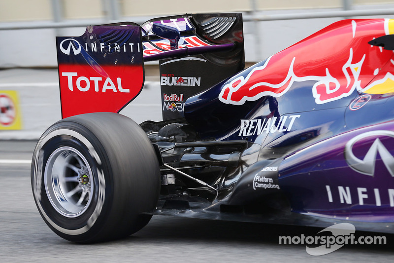 Red Bull Racing RB9 rear suspension and exhaust detail