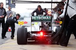 Nico Rosberg, Mercedes AMG F1 W04 in the pits