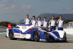 Alexander Wurz, Kazuki Nakajima, Nicolas Lapierre, Sebastien Buemi, Anthony Davidson, Stéphane Sarrazin con el Toyota TS030 Hybrid