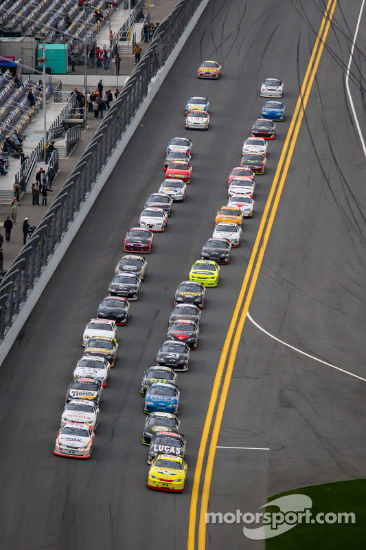 John Wes Townley leads the field to the green flag