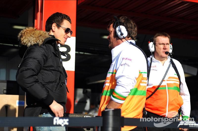 Adrian Sutil, Sahara Force India F1 met een monteur