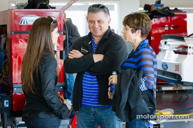 Danica Patrick, Stewart-Haas Racing Chevrolet met moeder Bev en vader T.J.