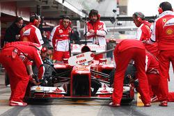 Fernando Alonso, Ferrari F138 in the pits