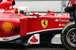 Felipe Massa, Ferrari F138, para no pit lane