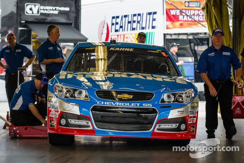 De auto van Kasey Kahne, Hendrick Motorsports Chevrolet bij de technische keuring