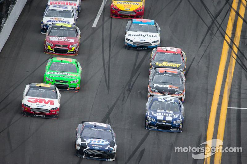 Brad Keselowski, Penske Racing Ford voor het veld