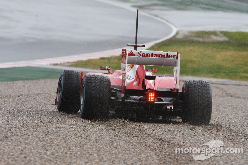 Felipe Massa, Ferrari F138 runs wide