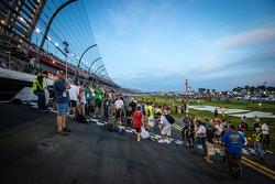 Fans op de start-finishlijn