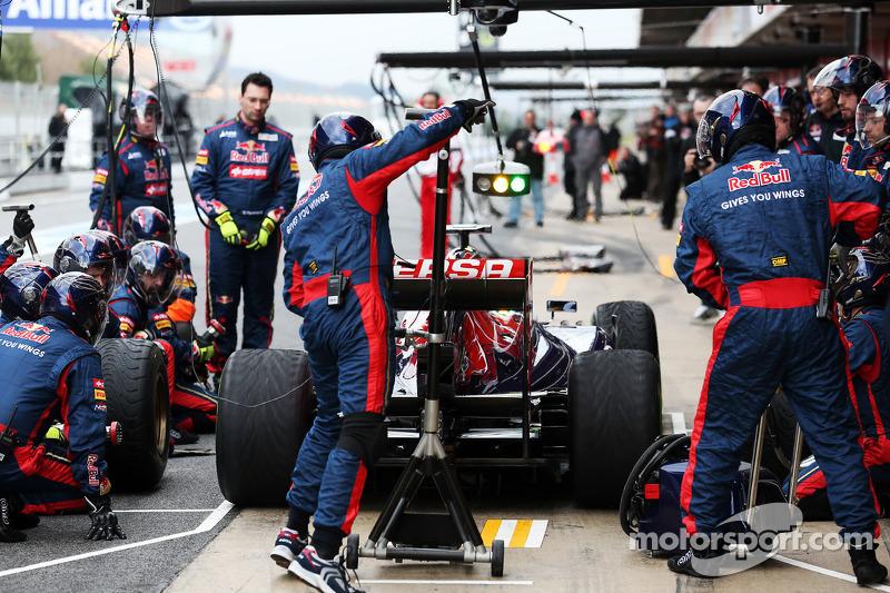 Daniel Ricciardo, Scuderia Toro Rosso STR8 oefent pitstops