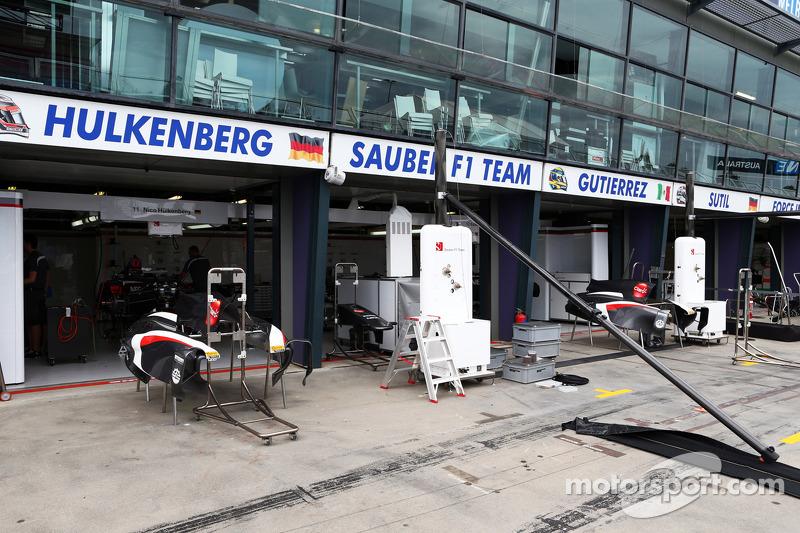 Sauber pit garages