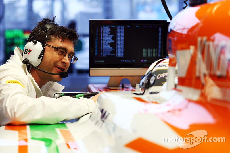 Adrian Sutil, Sahara Force India VJM06 met Bradley Joyce, Sahara Force India F1 Race Engineer