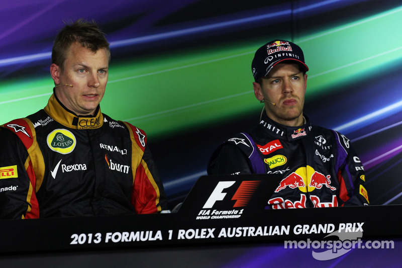(L naar R): Kimi Raikkonen, Lotus F1 Team en Sebastian Vettel, Red Bull Racing bij de FIA-persconferentie