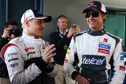 (Da esquerda para direita): Valtteri Bottas, Williams, com Esteban Gutierrez, Sauber