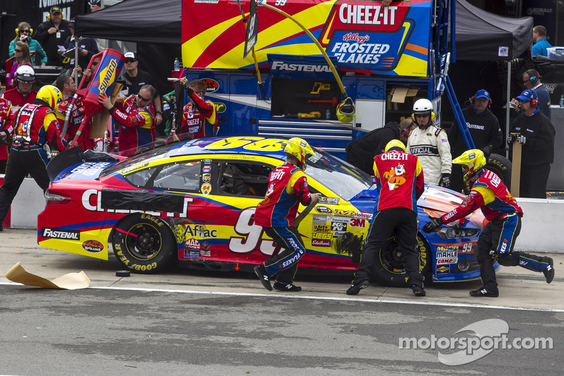 Carl Edwards, Roush Fenway Racing Ford pitstop