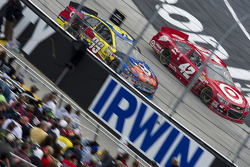 Carl Edwards, Roush Fenway Racing Ford, Juan Pablo Montoya, Earnhardt Ganassi Racing Chevrolet