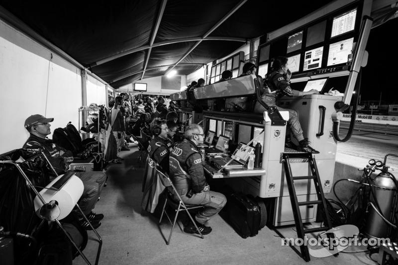 Audi Sport Team Joest pits