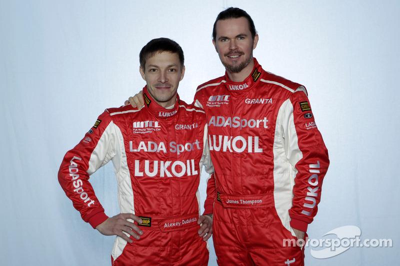 Джеймс Томпсон и Алексей Дудукало. Монца, фотосессия пилотов.