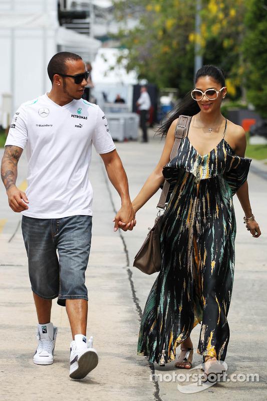 Lewis Hamilton, Mercedes AMG F1 com sua namorada Nicole Scherzinger, cantora