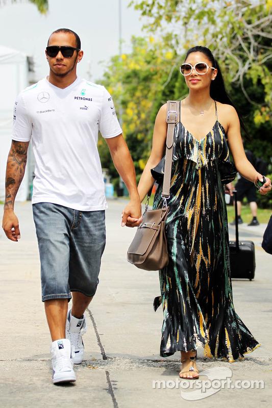 Lewis Hamilton, Mercedes AMG F1 met zijn vriendin Nicole Scherzinger, zangeres