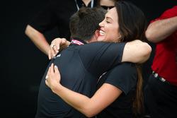 Círculo da Vitória: Michael Andretti comemora com esposa Jodi Ann Paterson