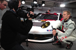 Йорг Бергмайстер. Презентация Porsche 911 RSR, презентация.