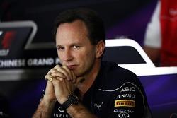 Christian Horner, Chefe de equipe da Red Bull Racing, na conferência de imprensa da FIA