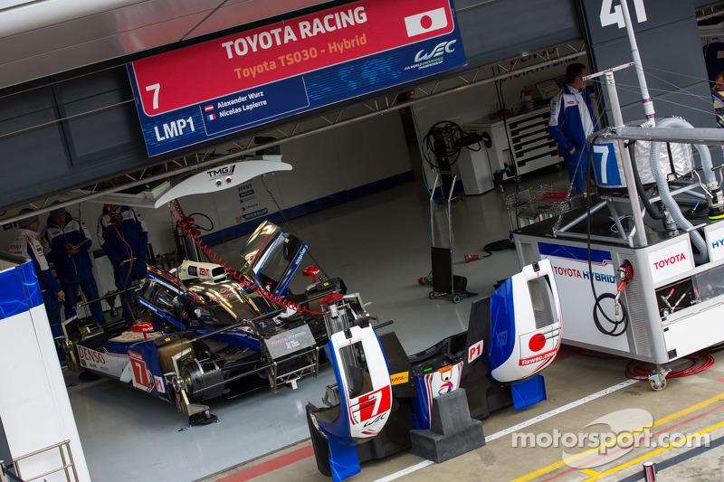 #7 Toyota hybrid in de pits
