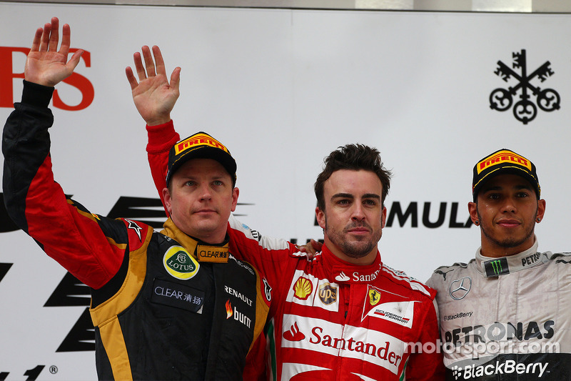 1e plaats Fernando Alonso, Ferrari, 2e plaats voor Kimi Raikkonen, Lotus F1 Team en 3e plaats voor L