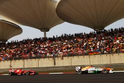 Paul di Resta, Sahara Force India VJM06 leads Felipe Massa, Ferrari F138