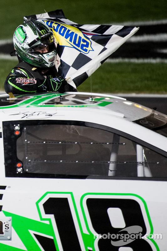 Kyle Busch, Joe Gibbs Racing Toyota celebra
