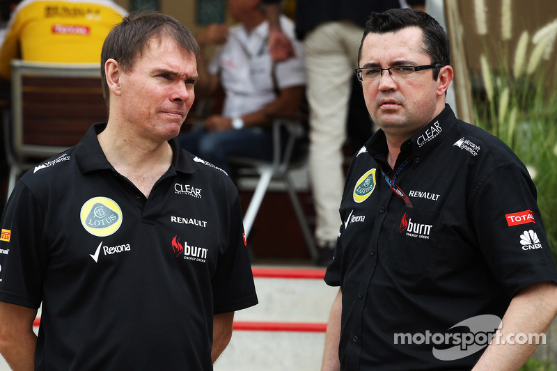 (L naar R): Alan Permane, Lotus F1 Team Trackside Operations Director met Eric Boullier, Teambaas Lotus F1