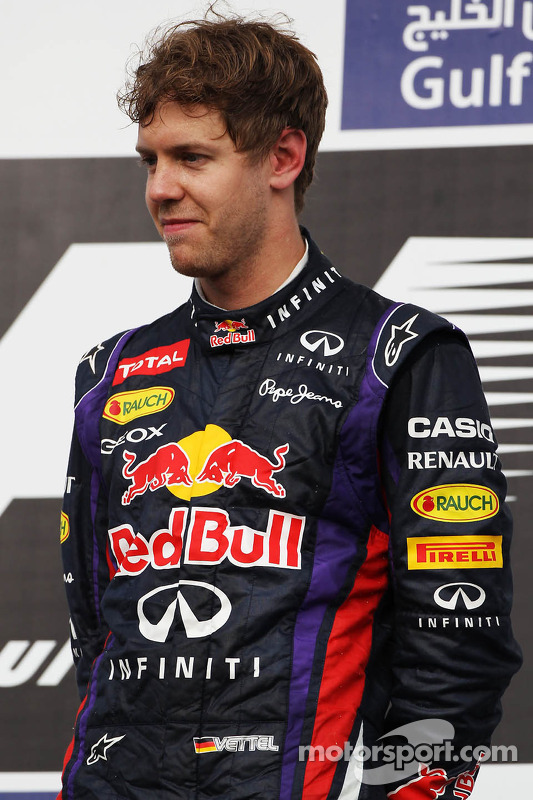 O vencedor Sebastian Vettel, Red Bull Racing no pódio