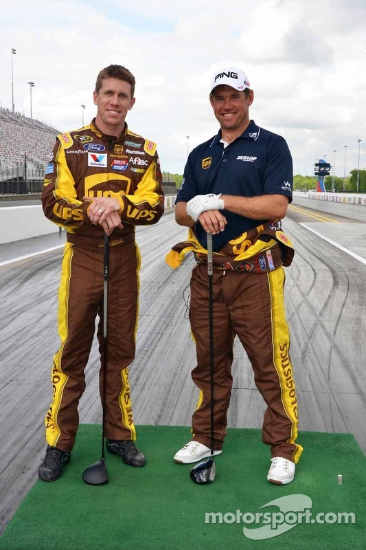 Carl Edwards, Roush Fenway Racing de Ford, e o golfista Lee Westwood