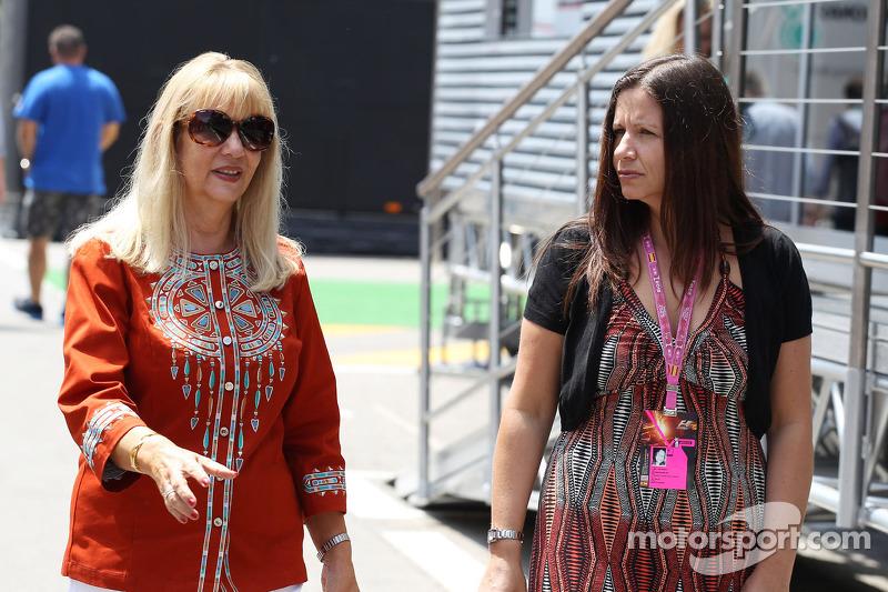 (L naar R): Simone Button, moeder van Jenson Button, McLaren