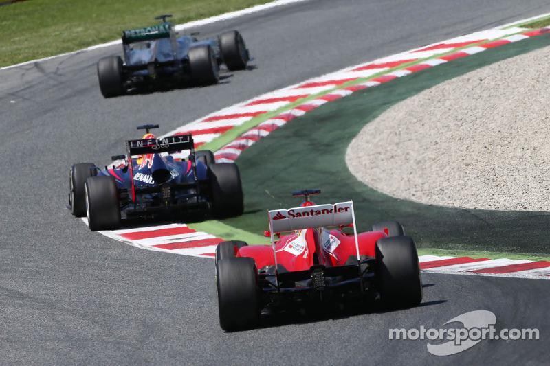 Ніко Росберг (Mercedes AMG W04), Себастьян Феттель (Red Bull RB9) і Фернандо Алонсо (Ferrari F138)