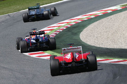 Nico Rosberg, Mercedes AMG F1 W04 leads Sebastian Vettel, Red Bull Racing RB9 and Fernando Alonso, Ferrari F138