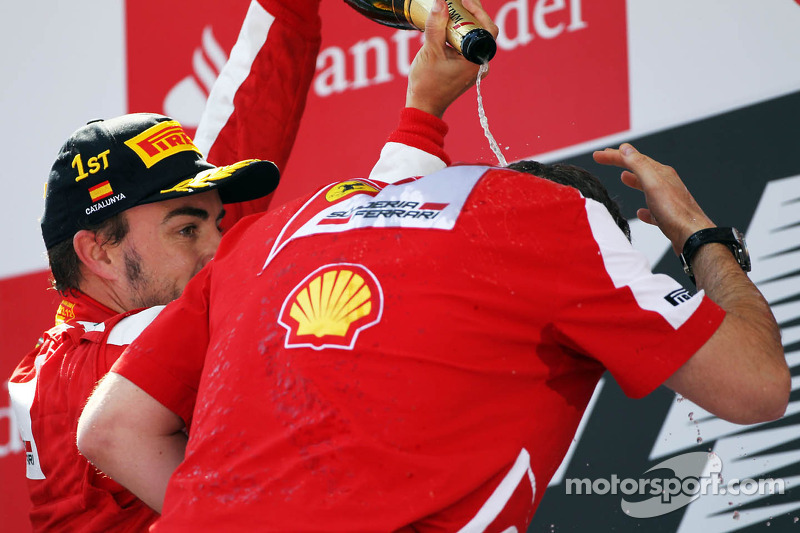 Race winner Fernando Alonso, Ferrari celebrates on the podium with Stefano Domenicali, Ferrari Gener