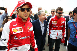 (Da esquerda para direita): Felipe Massa, Ferrari, com Jean Todt, presidente da FIA, e Fernando Alonso, Ferrari