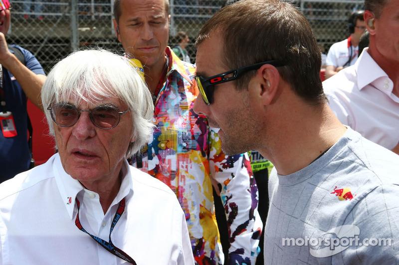 (L naar R): Bernie Ecclestone, CEO Formula One Group, met Sebastien Loeb, Porsche AG op de grid