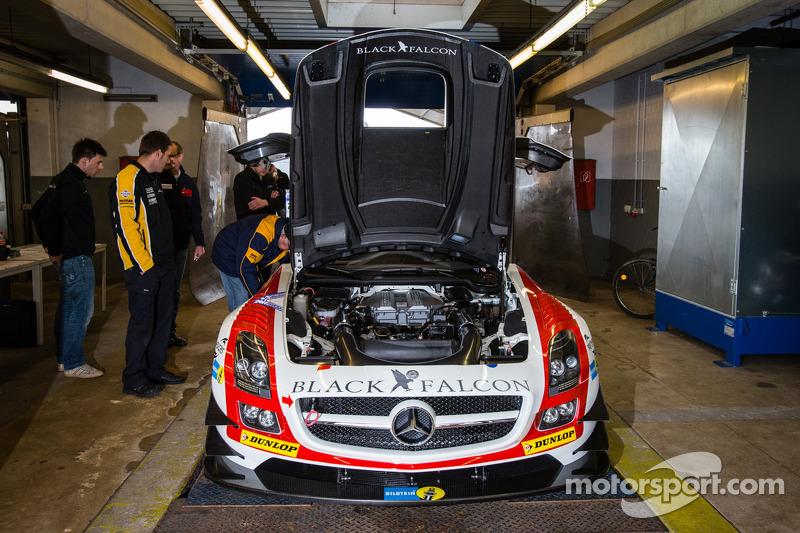 #9 Black Falcon Mercedes-Benz SLS AMG GT3 (SP9) bij de technische keuring