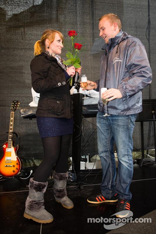 Um anel de casamento no início do Adenauer Racing Day